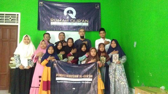 Distribusi Wakaf Quran Ke Santri RQ PPA Karawang