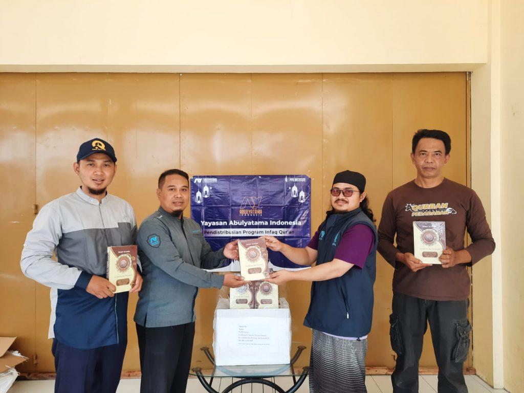 Distribusi Mushaf Qur'an ke RQ PPA Cianjur